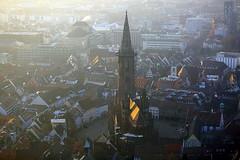 Kernstück (ploh1) Tags: freiburg freiburgermünster kirche altstadt innenstadt glaube religion häuser schöneswetter historischesbauwerk sonnenlicht