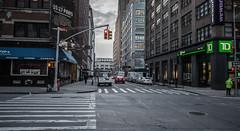 Streets of New York (Pascal Dietrich) Tags: rot newyork nyc newyorkcity manhattan brooklyn america amerika usa bigcity metropolis vacation grosstadt urlaub reisen travel holiday winter cold kalt streets strasen wolkenkratzer hochhäuser skyscraper people menschen grosstadtleben trafficlight ampel cars autos pascaldietrich pascaldietrichphotography