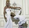 #picoftheday #art #artofwoman #whitedress #slidingdoors #carlooutlethi-fi #hi-fi #applemusic #flikr #spotify (guanitomax) Tags: picoftheday art artofwoman whitedress slidingdoors carlooutlethi hi applemusic flikr spotify