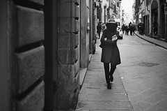 high noon (gato-gato-gato) Tags: 35mm asph firenze iso800 it ilford italy ls600 leica leicamp leicasummiluxm35mmf14 leicasummiluxm35mmf14asph mp messsucher noritsu noritsuls600 strasse street streetphotographer streetphotography streettogs summilux wetzlar analog analogphotography aspherical believeinfilm black classic film filmisnotdead filmphotography flickr gatogatogato gatogatogatoch homedeveloped manual mechanicalperfection rangefinder streetphoto streetpic tobiasgaulkech white wwwgatogatogatoch toscana italien manualfocus manuellerfokus manualmode schwarz weiss bw blanco negro monochrom monochrome blanc noir strase onthestreets mensch person human pedestrian fussgänger fusgänger passant