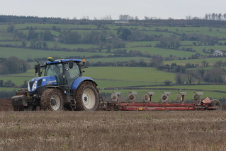 New Holland T7.210 Tractor with a Kverneland 6 Furrow Plough