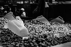 20 Mercadão (faneitzke) Tags: portfolio canon canont5eos1200d canont5 sãopaulo sp sampa brasil brazil brésil américadosul américalatina southamerica latinamerica ameriquelatine latinoamérica americadelsur sudamerica mercadomunicipal mercadão mercado citymarket marché centro centrovelho blackwhite blackandwhite noiretblanc blancoynegro pretoebranco pb bw bn monocromático monochromatic monochromephotography monochromaticphotography amendoim peanuts nuts nozes noz cacahouète cacahuète noix