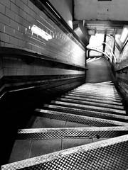 Grisiau / Stairs - Kennington (Rhisiart Hincks) Tags: tiles teils duagwyn bw london llundain eskailera skalieroù biñs diri grisiau stairs staighre staidhre metro tube rheilffordddanddaearol underground