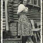 Archiv FaMUC245 Münchner Familie, auf dem Land, 1940er thumbnail