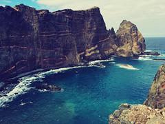 bay (blueandyou.photography) Tags: madeira portugal landschaft landscape blue cliff klippen küste ozean meer sea wellen wave outdoor himmel sky wolken clouds nature nikon blueandyouphotography