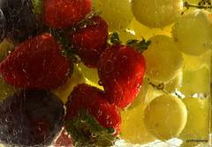 1-DSC_3429  washing fruit (profmarilena) Tags: fruit glasswater macro profmarilena crackled glass