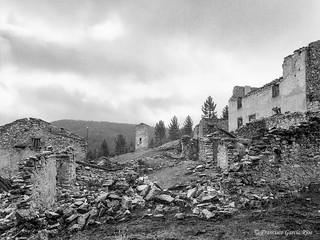 El estremecedor silencio de los pueblos abandonados./ The eerie silence of abandoned villages.