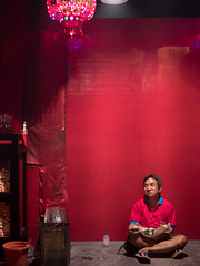 P1240038 (Henry Sudarman) Tags: lumix panasonic gx8 panaleica panasonicleica panasonicleicad2514 imlek2018 kelenteng petak9 kota glodok jakarta indonesia people pray praying serving serve