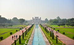 un beau parc mais..... /a nice garden but..... (Make our PLANET great again !) Tags: inde india agra tajmahal jardin garden nikon
