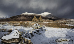 Risk of Snow Showers (SkyeWeasel) Tags: scotland skye landscape kilchrist ruin mountains weather snow panorama beinnnacaillich