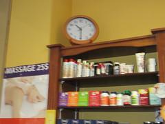 ** L'heure du massage ** (Impatience_1 (peu...ou moins présente...)) Tags: horloge clock reloj orologio relogio uhr temps time heure massage produit product m impatience