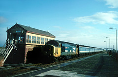 The box at Abergele always looked in need of a lick of paint.....37408 Loch Rannock 07-45 Birmingham NS-Holyhead Abergele 09-10-1993 (the.chair) Tags: 37408 loch rannoch 0745 birminghamholyhead abergele oct 1993
