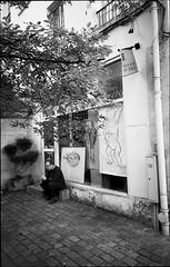img249 (Jurgen Estanislao) Tags: voigtlaender bessa r4m colorskopar 28mm f35 eastman kodak doublex france street photography black white noir jurgene estanislao