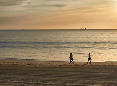 jlvill  074  Hábitos saludables (jlvill) Tags: mar cielo playa arena atardecer ocaso crepusculo paseo 1001nights 1001nightsmagiccity