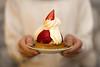 5/52 A comer (Nathalie Le Bris) Tags: gã¢teau main mano pastel fresa strawberry fraise hand sweet bokeh