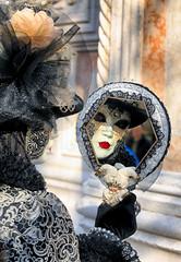 Attraverso lo specchio ... (Gio_ guarda_le_stelle) Tags: venice venise venezia carnival carnevale specchio mirror maschera mask