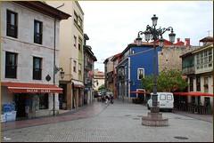 Plaza en Ribadesella (Asturias, España, 30-6-2011) (Juanje Orío) Tags: asturias ribadesella 2011 provinciadeasturias conjuntohistórico plaza españa spain europeanunion europa europe unióneuropea