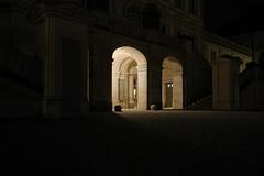 Schloßlichter (g e g e n l i c h t) Tags: schlos nymphenburg münchen bayern nachtaufnahme nacht night architektur licht portal