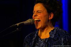 Maria Craffonara: vocals, violin, percussion (jazzfoto.at) Tags: wwwjazzfotoat wwwjazzitat jazzitsalzburg jazzitmusikclubsalzburg jazzitmusikclub jazzfoto jazzphoto donauwellenreiter musiker musik music bühne concerto concierto конце́рт jazzit2018 concertphotos liveinconcert stagephoto greatjazzvenue greatjazzvenue2018 downbeatgreatjazzvenue salzburg salisburgo salzbourg salzburgo austria autriche blitzlos ohneblitz noflash withoutflash markuslackinger sony sonyalpha sonyalpha77ii alpha77ii sonya77m2 portrait retrato portret concert konzert a77m2