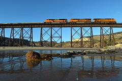 UP SMKFR-20 (caltrain927) Tags: union pacific railroad bnsf railway burlington northern santa fe empty military flat car unit train ge es44c4 c4 gevo emd sd70ace gaviota state beach trestle california ca