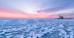 Het Paard van Marken (Henk Verheyen) Tags: hetpaardvanmarken marken nl nedeland netherlands redcuillinmountains bevroren blauw blue frost ice ijs lighthouse orange oranje roos sneeuw snow sunrise vorst vuurtoren water winter zonsopkomst ijsselmeer landschap landscape horse lake seascape