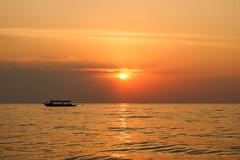 The Sun of Cambodia (preze) Tags: tonlesap siemreapprovince cambodia kambodscha südostasien boot boat wasser water see sonne sun sunset sundown sonnenuntergang abend evening orange lake
