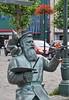 2017 België 0231 Brussel (porochelt) Tags: brussel bbrussel belgië kapellemarkt bruegel pieterbruegeldeoude pieterbruegel bruegelbeeld tomfrantzen marollen lesmarolles marolles belgium bélgica belgique belgien bruxelles bruselas brüssel brussels