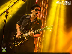 Nico Alvarez (yiyo4ever) Tags: burning but johnnycifuentes todorock zuiko concert concierto guitar fenderguitar lights luces stage escenario lumix panasonic olympus omd em5 m43 mft zuiko1240mmf28 lumix35100mmf28 rubenpozo loszigarros desvariados
