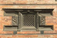 Fenêtre en bois sculpté à Bhaktapur (Népal) (michele 69600) Tags: boissculpté fenêtre window bhaktapur népal architecture asie asia