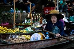Floating market (Armando Magro) Tags: canoneosd400 thailandia floatingmarket ingiroafareituristi