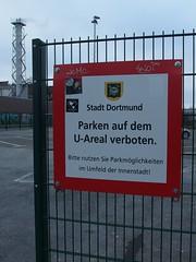 Bitte die Nachbarschaft zuparken (mkorsakov) Tags: dortmund city innenstadt unionviertel dortmunderu parkplatz parkingspot schild sign verbot gebot hinweis info wtf