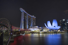 Marina Bay, Singapore. (miketonge) Tags: thehelix helix bridge marina marinabay singapore water bay nightime nightphotography