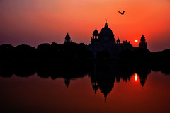 ... dusk silhouette / Victoria Memorial ... (@ Images and Pictures) Tags: kolkata photography dusk sunset water sky uildin building victoriamemorial