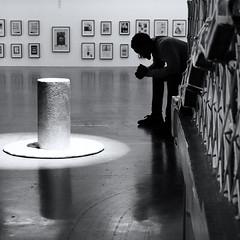 Pensées intérieures (_ Adèle _) Tags: bruxelles wiels centredartcontemporain exposition paroles saâdaneafif gardien musée pensif silhouette contrejour objets art cadres murs nb noiretblanc bw blackandwhite
