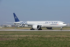 Air France   B777-328(ER)   F-GZNN (Globespotter) Tags: parisorly air france b777328er fgznn skyteam livery