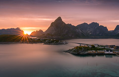 Reine in SUN (Nico Rinaldi) Tags: landscape photo sea water fjords stone coast norway lofoten islands fog mystic mountains cliffs sunset red houses fishing gray pink yellow bridge nico rinaldi nicorinaldi acqua montagna roccia cielo tramonto paesaggio erba calma lago mare crepuscolo barca baia albero