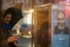 titan (Winfried Veil) Tags: phone smartphone street streetlife newyork titan man mann phonecell rain regen regenschirm umbrella spiegelung mirroring lights lichter usa winfriedveil 2018