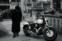 old man and Harley-Davidson (Amselchen) Tags: motorbike motorcycle people street streetphotography mono monochrome bnw blackandwhite bokeh blur dof depthoffield kö düsseldorf germany sony a7rii alpha7rm2 zeiss carlzeiss sonnart1855 sonnar5518za fe55mmf18za sonyilce7rm2