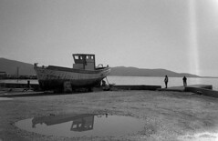 Some moments by the sea (Nikos.K.) Tags: 2018 greece elefsina boat sea people blackandwhite film olympusmjuiizoom olympusepicstylus expiredfilm fp4 homebrewdeveloper d76 135 filmdev:recipe=11732 ilfordfp4125 kodakd76 film:brand=ilford film:name=ilfordfp4125 film:iso=100 developer:brand=kodak developer:name=kodakd76
