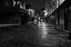 Entraînement à toute heure (mifranc91) Tags: d700 nikon 1820 paris nuit night bw blackandwhite noiretblanc sport course