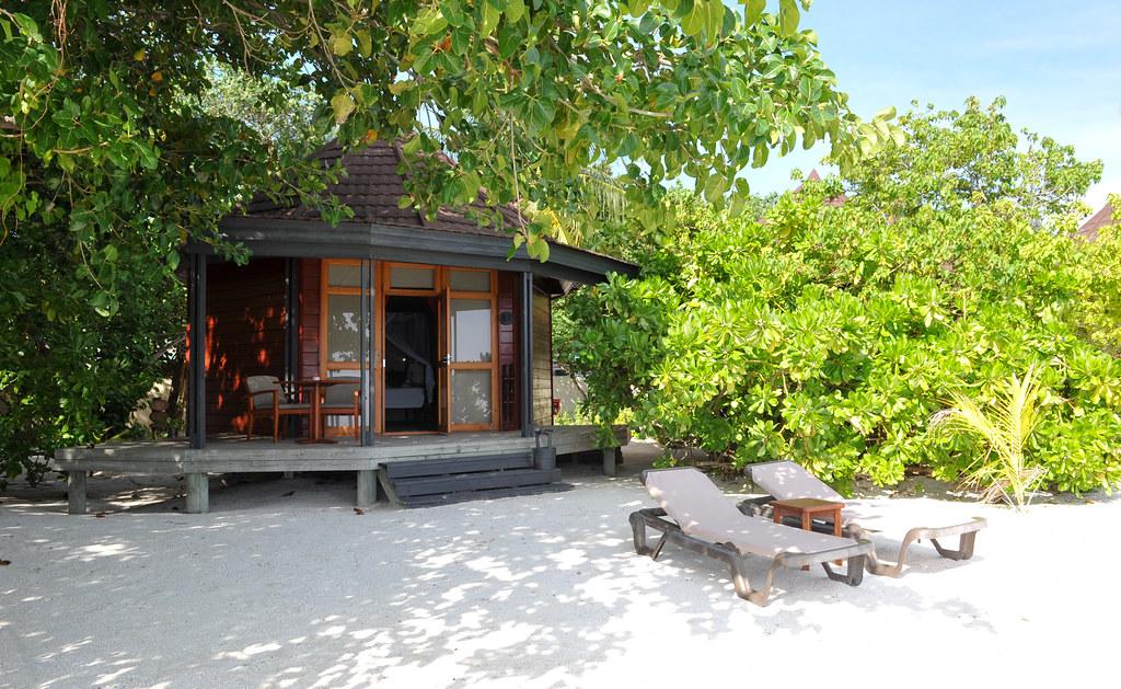 Komandoo Beach Villa Exterior