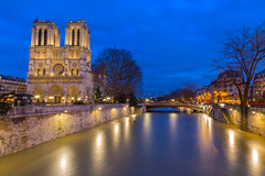 Notre dame blue hour (Benoit photography) Tags: 2018 beautiful city urban photographer photography photograph images pictures photos fotos bild street lightroom canon 6d photoshop benoitphotography paris water waterflood eau crue iledelacite notre dame blue hour