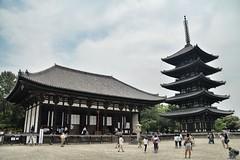 Kōfuku-ji. Nara, Japan (víctor patiño george) Tags: arquitectura edificio japon japan nippon nara asia victorpatiñogeorge vpg photo foto nikon nikond3200 d3200 tamron pagoda kōfukuji templo budismo buddha buddhist temple