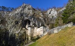 Scavato nella roccia (forastico) Tags: forastico d7000 castellueghi predjama slovenia castello roccia