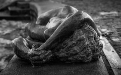 Nackerte (Florian Grundstein) Tags: akt naked statue bayern oberpfalz heimat kallmünz strand girl beautiful monochrome sw schwarzweis minimalism