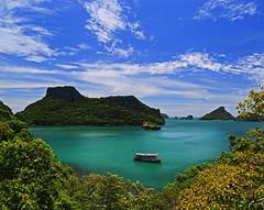 Leaving the moments behind (Robyn Hooz) Tags: angthong kohsamui memories syam boat barca green island isole picchi cielo nuvole thailand thailandia