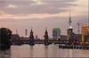 Oberbaumbrücke Berlin (sabrinasteiger1) Tags: oberbaumbrücke berlin spree fluss river brücke bridghe fernsehturm alex sonnenuntergang germany deutschland europe europa city architektur abend dämmerung mediaspree friedrichshain kreuzberg