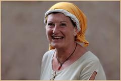 Portrait d'antan (Pi-F) Tags: portrait femme moyenage médiévale rétrospective sourire regard