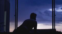 ansiando a quarta-feira com tempestade de raios (quedy!) Tags: window janela evening noite anoitecer twilight crepúsculo natural light luz blue azul guy male melancolic sky céu