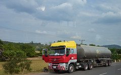 Chenglong Sokimex fuel tanker truck (D70) Tags: chenglong sokimex fuel tanker truck bicycle rider driver meet nikon d750 28300mm f3556 ƒ160 346mm 11000 1600 dongfeng liuzhou produces trucks under brands